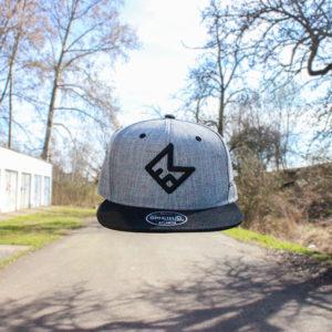 šedočerný snapback 3d logo