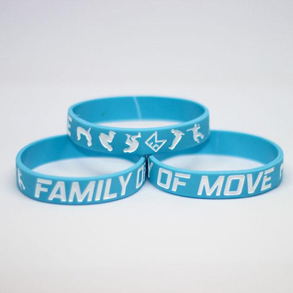 Světle modrý náramek s parkour motivem
