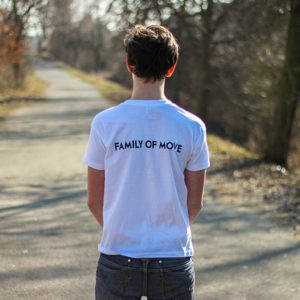 bílé parkourové tričko